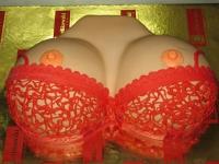 tort na wieczór kawalerski w kształcie piersi min.2kg