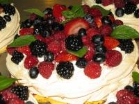 sezonowy deser bezowy
