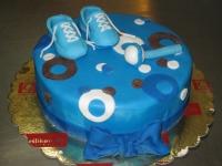 tort na chrzciny z bucikami chłopiec