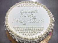 śliczny biały, delikatny tort