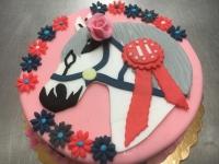 tort kon rozowy